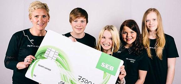 Malin Söderberg tillsammans med elever vinner Webbstjärnan