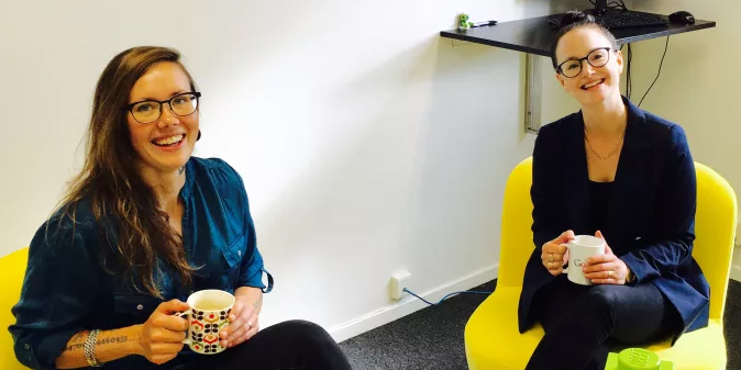 Marika Sjöberg, till vänster, är ny teknsik chef på SESNordic. TIll höger vd Rebecca Hansson.