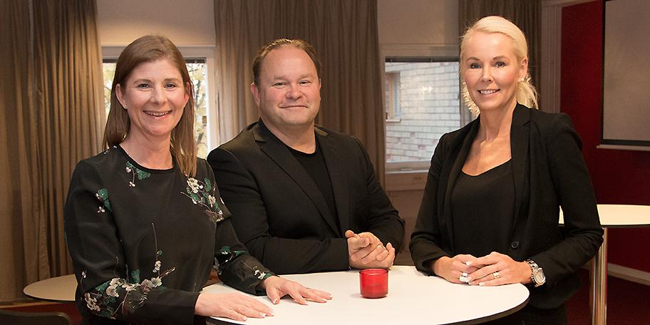 Sara Winqvist, till vänster, blir ny enhetschef för CGI Botnia som omfattar Umeå och Örnsköldsvik . Här tillsammans med Robert Ylitalo, försäljningschef för CGI Norr, och Monika Lundberg, regionchef CGI Norr.