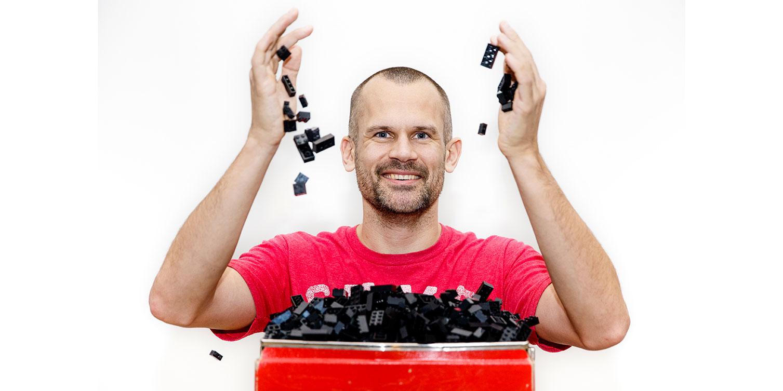 Stefan Holm, en sann LEGO-entusiast, tycker att ritningar från BriXtar-appen är bra för att återanvända gamla LEGO-byggen.