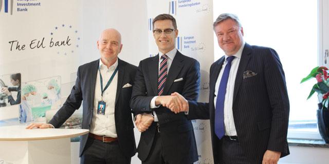 Lars Pettersson, VD för Nexus Group, Alexander Stubb, Vice-President för EIB, och Anders Berg, CFO för Nexus Group, i samband med undertecknandet av avtalet mellan Nexus och EIB.