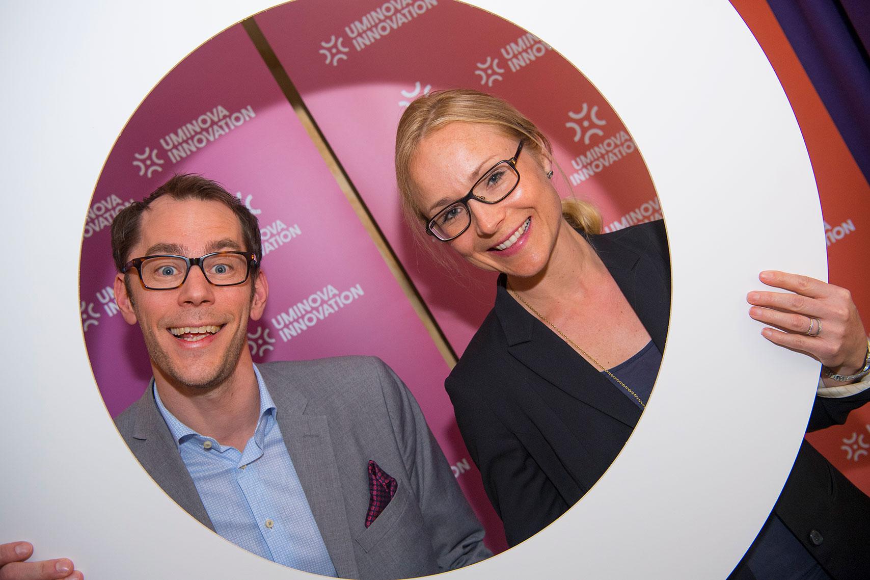Sandra Finér var nyligen med när Uminova Innovation lanserade sin nya kommunikationsdesign. På bilden tillsammans med Peter Bäckström, affärsutvecklare på Uminova Innovation och Enterprise Europe Network, EEN.