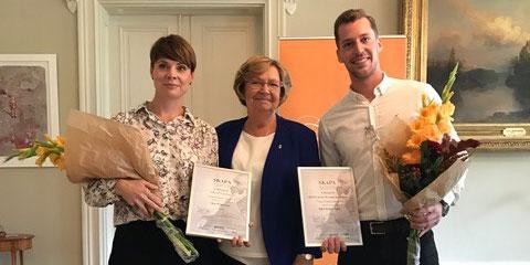 Åsa Wikström och Jesper Aasa är årets vinnare av Skapa-priset i Västerbotten. Här tillsammans med landshövding Magdalena Andersson.
