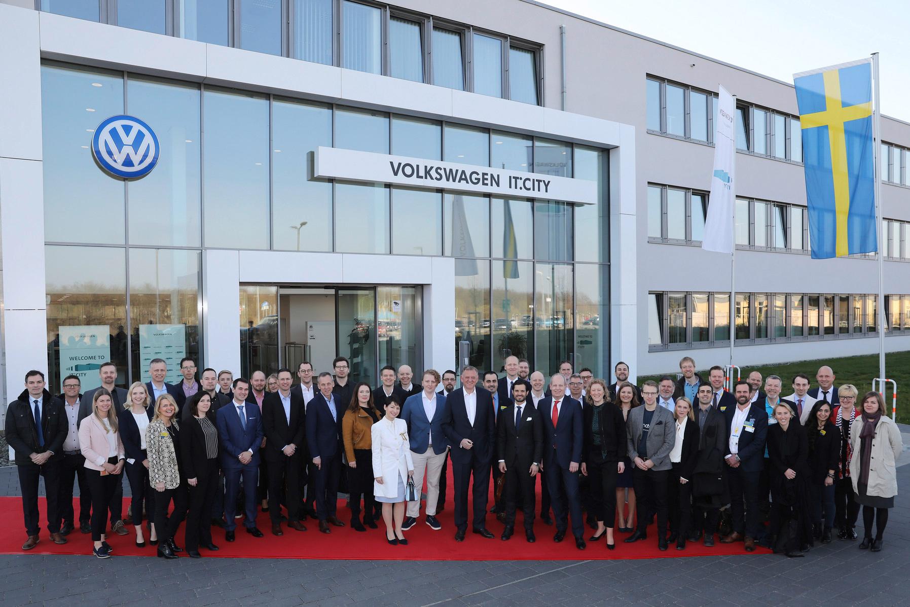 Ett 30-tal startups från Sverige deltog i uppskattat besök hos Volkswagen i Wolfsburg tillsammans med prins Carl Philip. Foto:VW.