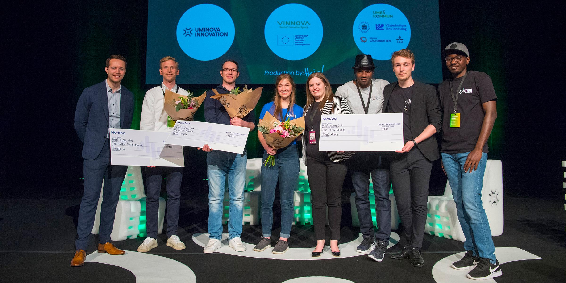 Alla tre finalistbolagen från Startupprogrammet. Från vänster Victor Ericson, Nordea, Tommy Ericson, Handla, Johan Rautio, Traffic Bright, samt Umeå Wheels med Aamer Barood, Alexander Pinet-Eve , Isabella Larsson, Megi Ibi.