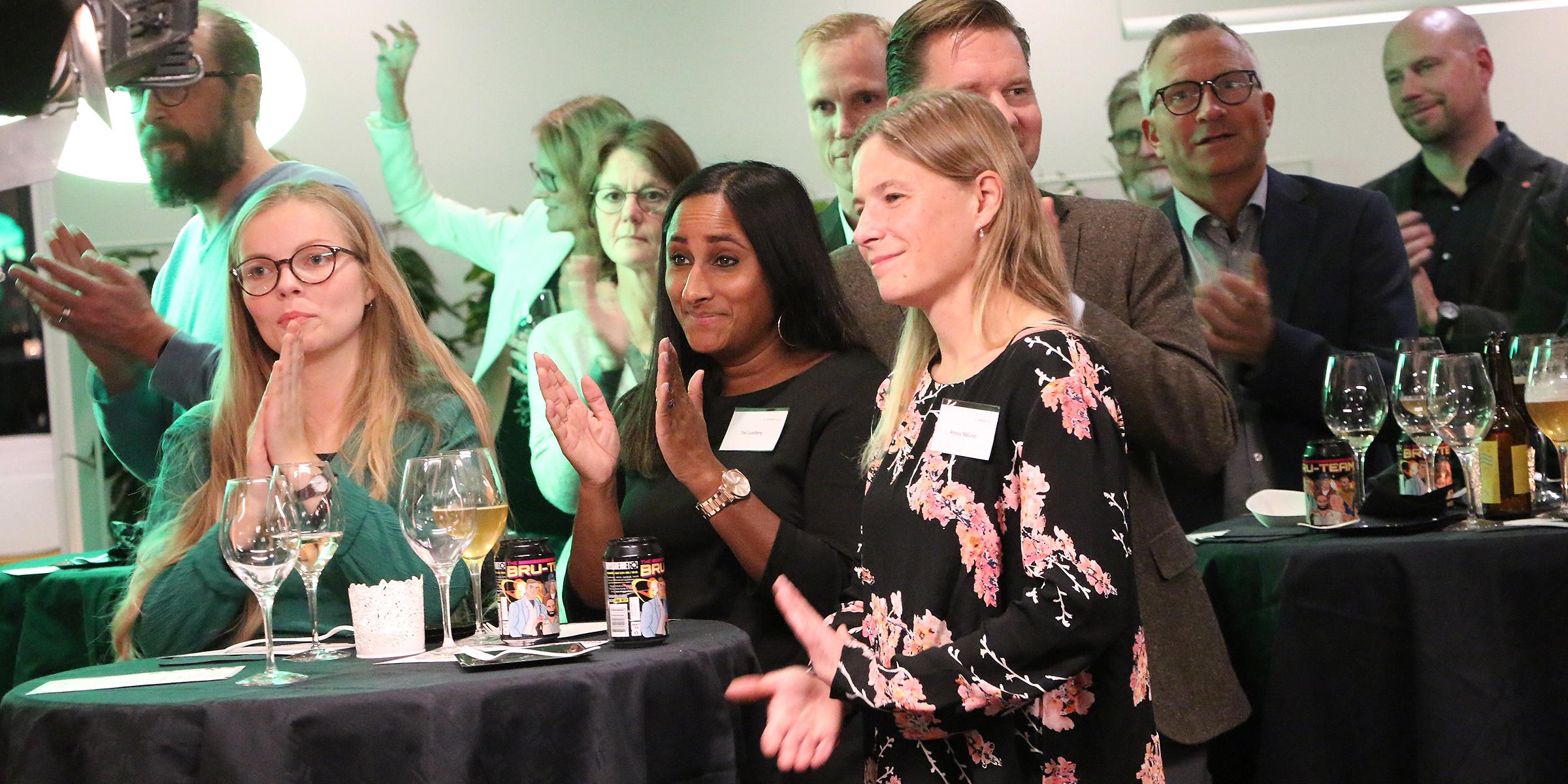 Under minglet fick de inbjudna lyssna på artisten Jennie Abrahamsson.