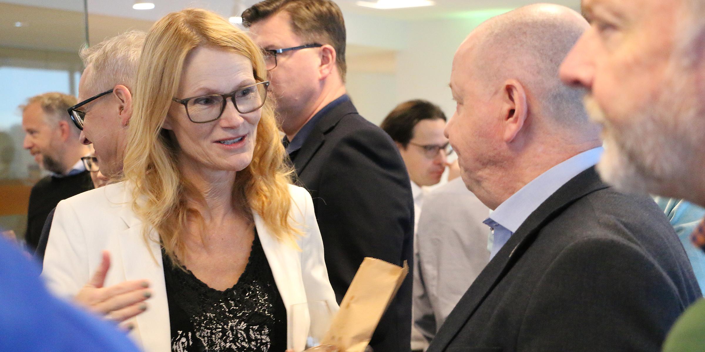 Professor Helena Lindgren i samtal med Umeå universitets rektor Hans Adolfsson.
