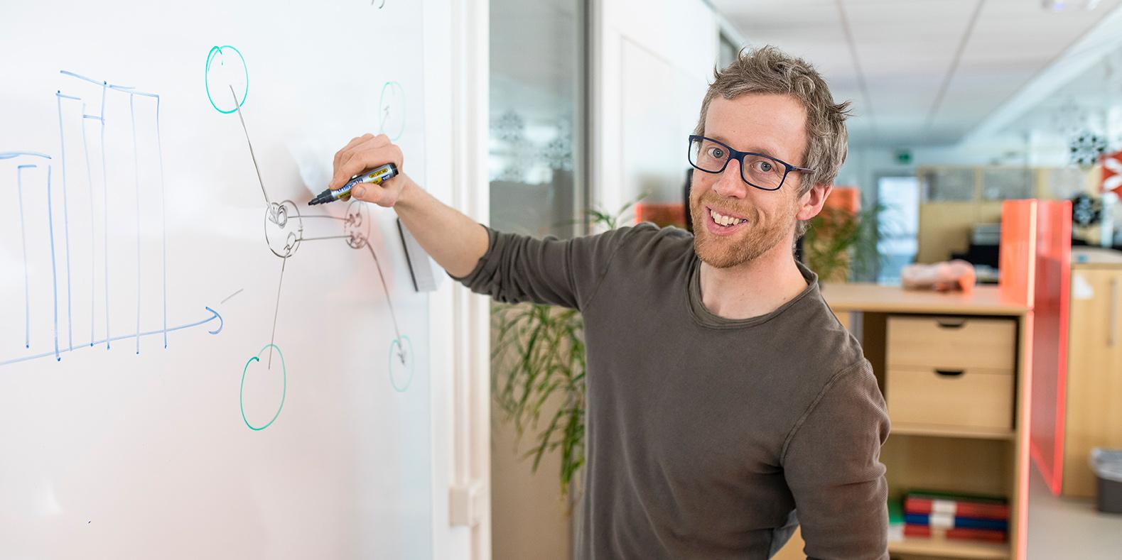 Martin Rosvall, medgrundare av Infobaleen, installeras som professor vid Umeå universitets årshögtid 2019.