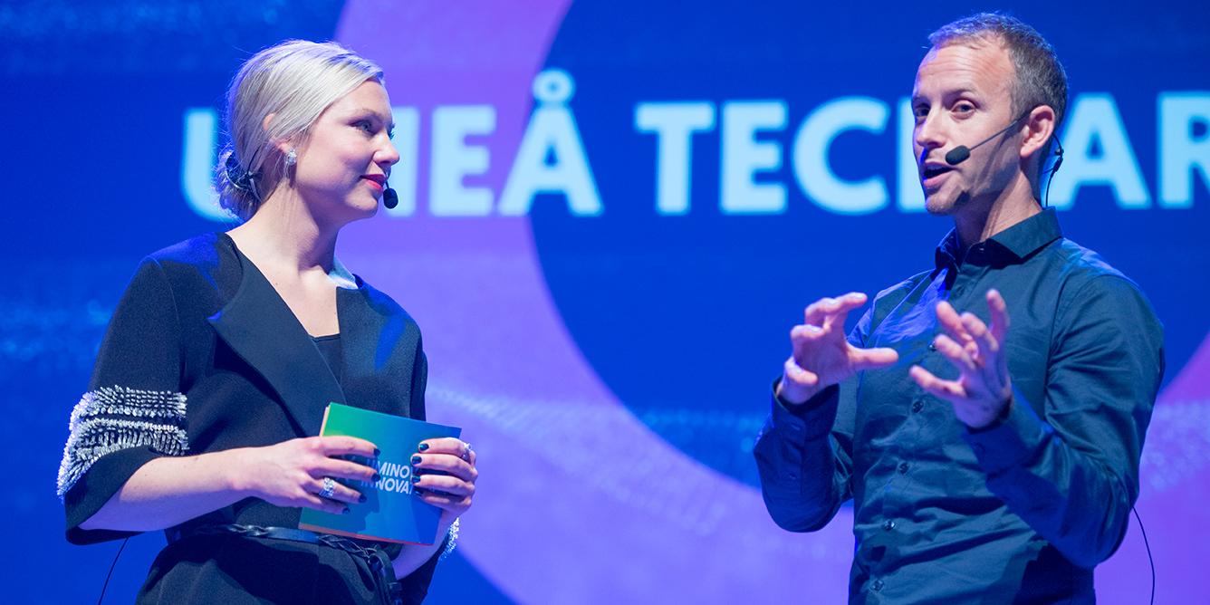 Utgå från din passion när du bygger startupbolag. Det var Martin Wiklunds råd inför publiken på Umeå Tech Arena. På bilden tillsammans med Magdalena Lindström, moderator under kvällen och affärsutvecklare vid Uminova Innovation.