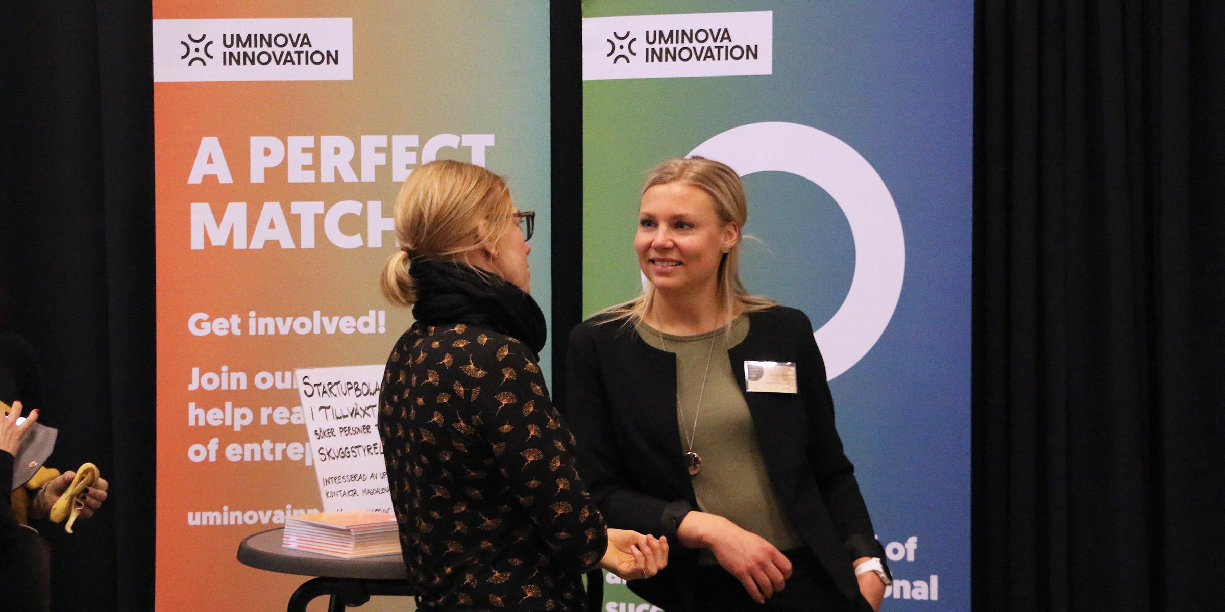 Magdalen Lindström vid Uminova Innovations monter på Styrelseakademiens styrelsedag.